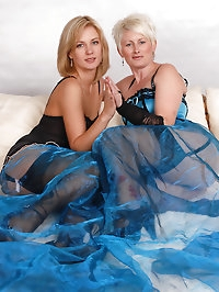 Two hot MILF get down to business and tries one anothers..