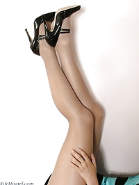 Such a cute blonde with such a horny pair of stiletto..