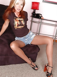 Redhead feeling awfully lusty in pantyhose