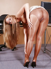 Jamie Elle in Shiny Tan Pantyhose