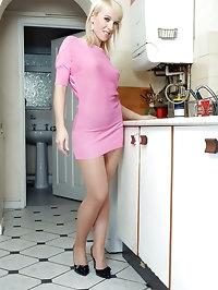 Evey - Kitchen pantyhose player...