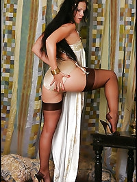 Sultry brunette has lusty needs