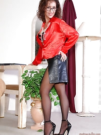 Pretty mom with black pantyhose is awesome