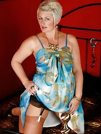 Sally T from AllOver30 shows off a perfect mature body in..