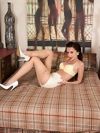 Sophia is in the bedroom, ready to tempt and tease in..