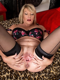 Amateur granny Amy Goodhead isnt about to let her newcomer..