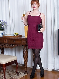 34 year old housewife Amber Dawn is happy to let you see..
