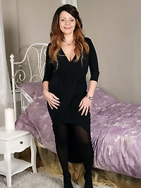 Beautiful MILF Gemma Gold