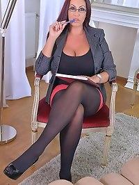 Alluring Psychologist: Her Massive Tits Make Client Cum!