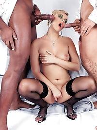 Sexy Ellen Saint gets into steamy threesome
