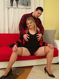 Curvy housewife fooling around with her toy boy