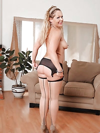 Mature Anilos Kelly Leigh shows off her tender tits and..