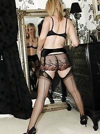 blonde sex bomb temptress in nylons