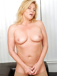 Sophisticated Ginger Lynn gives her herself an..