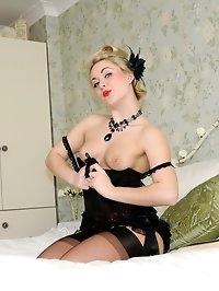 blonde cutie dresses in nylons