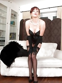 Holly Kiss - A lady, all in black!