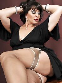 Lusty vixen with sexy nylon