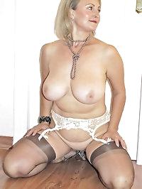 Blonde mom spreads her nice legs wide