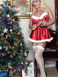 Christmas Lana shows off that gorgeous pussy of hers