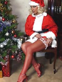Leggy Lana plays the horniest and kinkiest Santa for the..