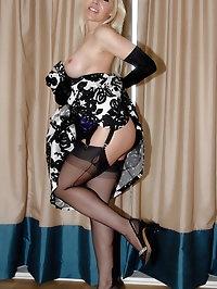 Blondie looks amazing in garter stockings