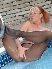 Honey wants to get her nylons wet