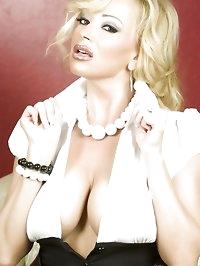 Busty blonde babe, Rachel Aziani, looks amazing in her..