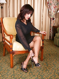 Amazing mature woman wants to show stockings