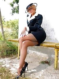 Leggy MILF LilyWOW in classy grey vintage stockings