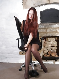 Gorgeous redhead Sammy is wearing some very long leather..