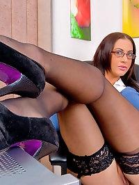 Sexy Secretary Emma Butt in Stockings Tastes Cock