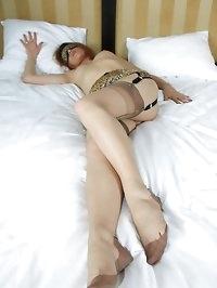 hottie blindfolded in her nylons