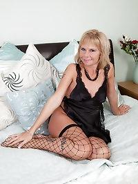 Old pornstar Cathy Oakley in black fishnet stocking show..
