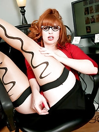 Red hot office exec Amber Dawn slides off her thong to..