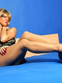 Truly hot leggy mom in sheer pantyhose