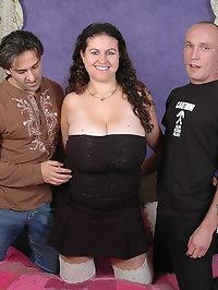 Huge tits Denise Davies gets spitroasted