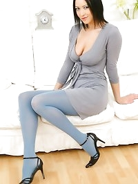 Sexy brunette Carole seductively strips from her grey..