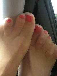 Lusty hottie has foot fetish