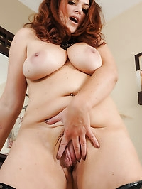 BBW MILF Ryan in black lingerie knows how to put a smile..