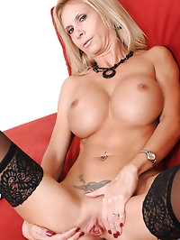 Enticing blonde cougar Brooke Tyler likes to finger her..