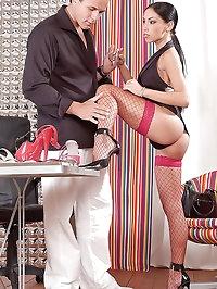 Mya Diamond gets her feet cummed